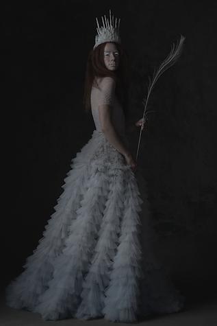 shooting photo fine art inspiré par les tableaux de maîtres clair-obscur,  photoshoot créatif la reine des neiges, couronne de glace