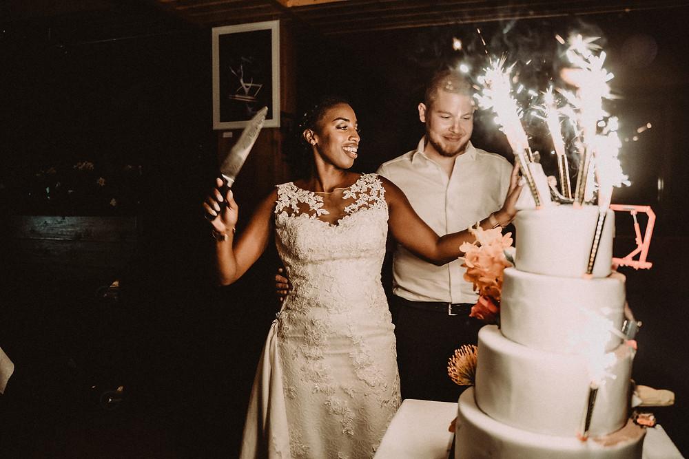 mariage cake gateau bougies volcan joie danse musique