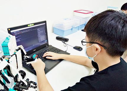 光點創意_robot_coding2.jpg