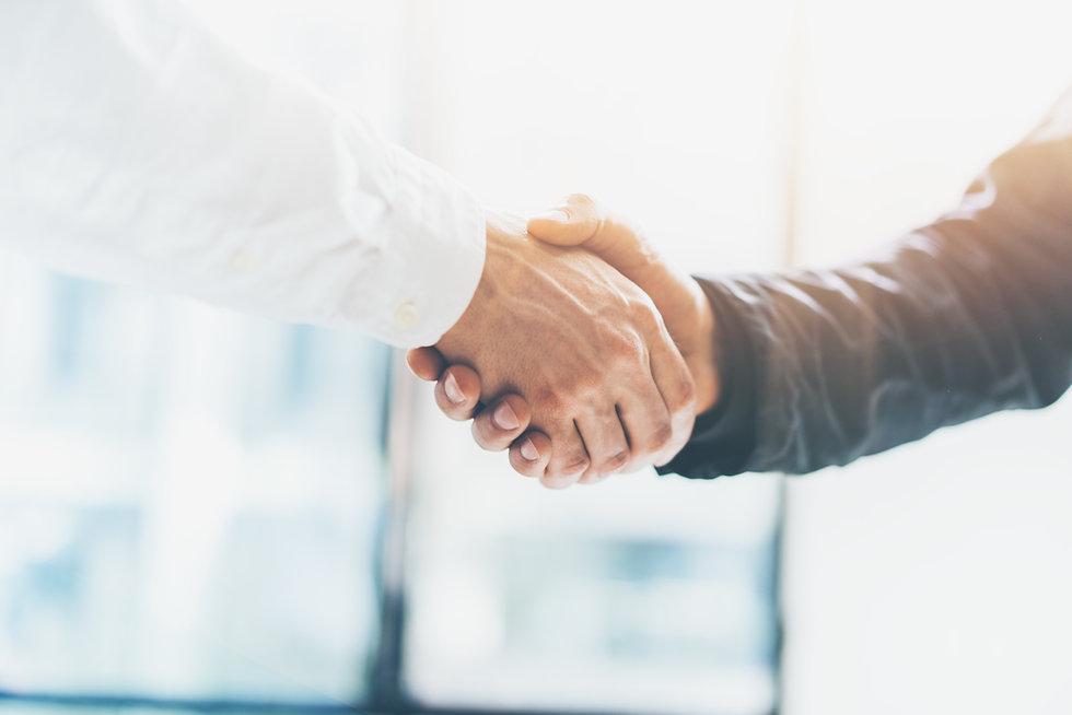 Profitieren Sie von unserem Netzwerk. Neben den anwaltseigenen Kerndienstleistungen bieten wir im Rahmen der berufsrechtlichen Regelungen die Vermittlung von Kontakten an.