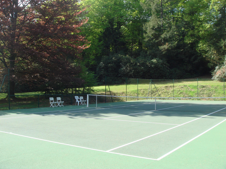 Guest's tennis court