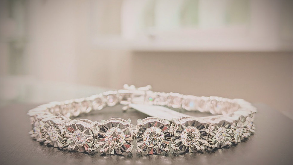 Graduating Diamond Tennis Bracelet with Shimmering miracle