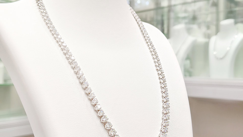 DIAMOND NECKLACE WITH 4 PRONG