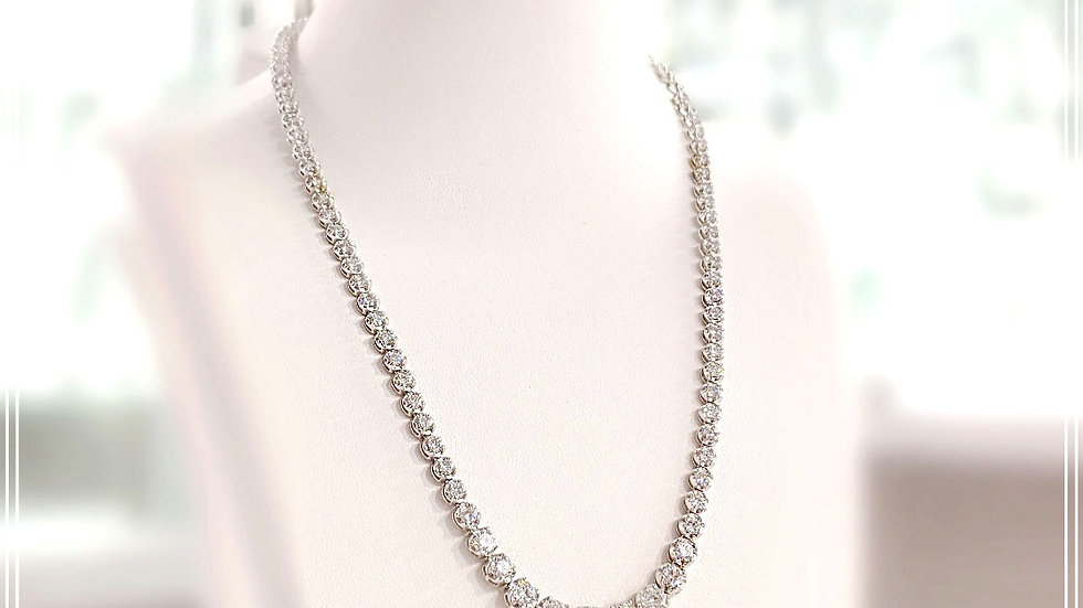 GRADUATE DIAMOND NECKLACE WITH 4 PRONG