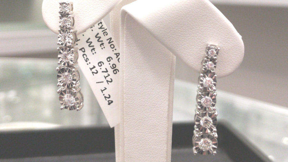 Graduating Diamond Earring with Shimmering miracle