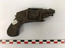 Revolver de poche du XIXe siècle, avant traitement