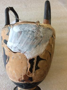Pose de cyclododécane pour préserver l'ancienne retouche avant la dérestauration