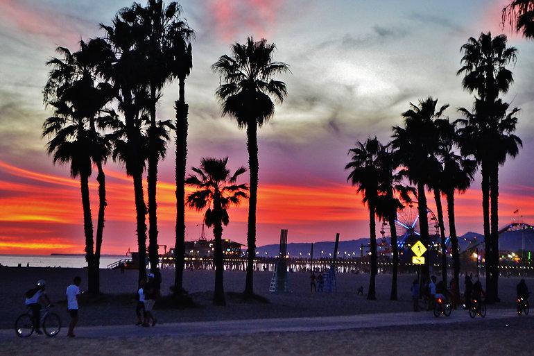 california-sunset-santa-monica-26RGV6B.j