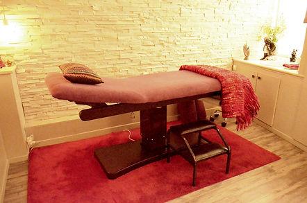 l'image montre la table de travail de Maryse Théau Laurent