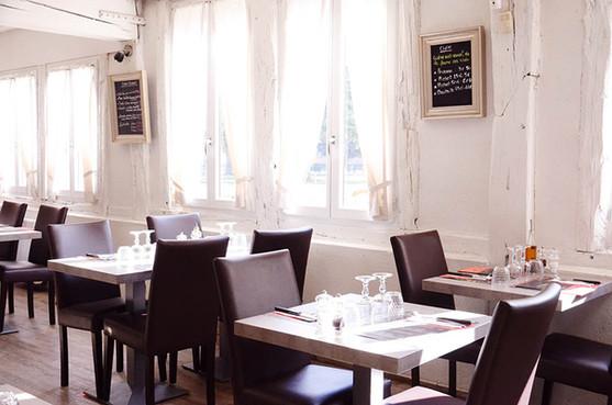 La salle très lumineuse du restaurant le Drakkar