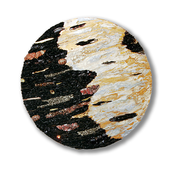 Tableau circulaire en mosaïque contemporaine évoquant l'espace par son alignement d'ardoises parsemées d'émaux, d'or et de minéraux sur un fond brun doré.