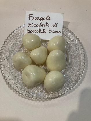 Fragole ricoperte di cioccolato bianco