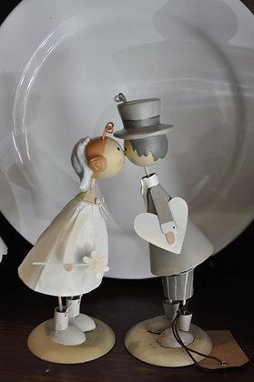 Sposi che si baciano con cuore