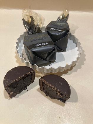Praline ripiene con una crema di cioccolato fondente