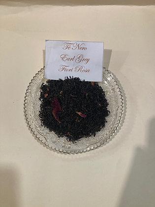 Tè nero Earl Grey con fiori rosa