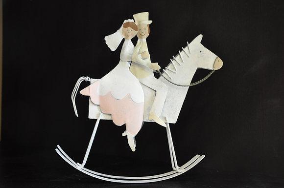 Sposi sul cavallo a dondolo