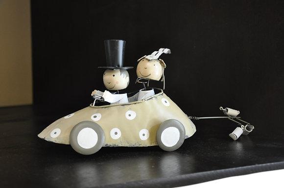 Sposi in macchina piccola