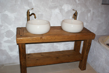 Koupelnový umývadlový stolek z masivu