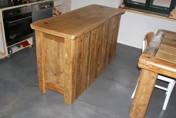 Kuchyňský bar z masivu