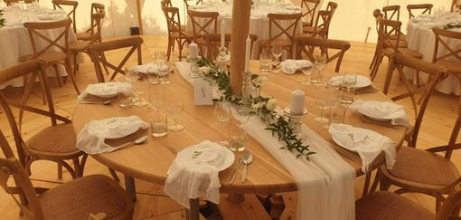 Kulaté jídelní stoly z masivu