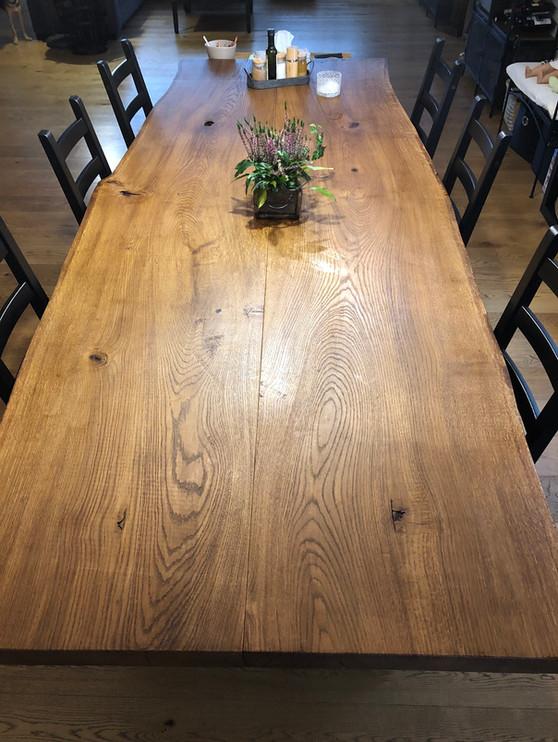 Jídelní stůl z masivního dubu