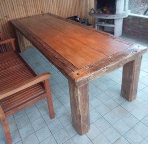 Zahradní masivní stůl