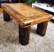 Konferenční stolek dřevěný z trámů
