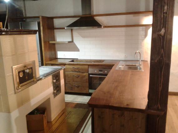 Kuchyň z masivu