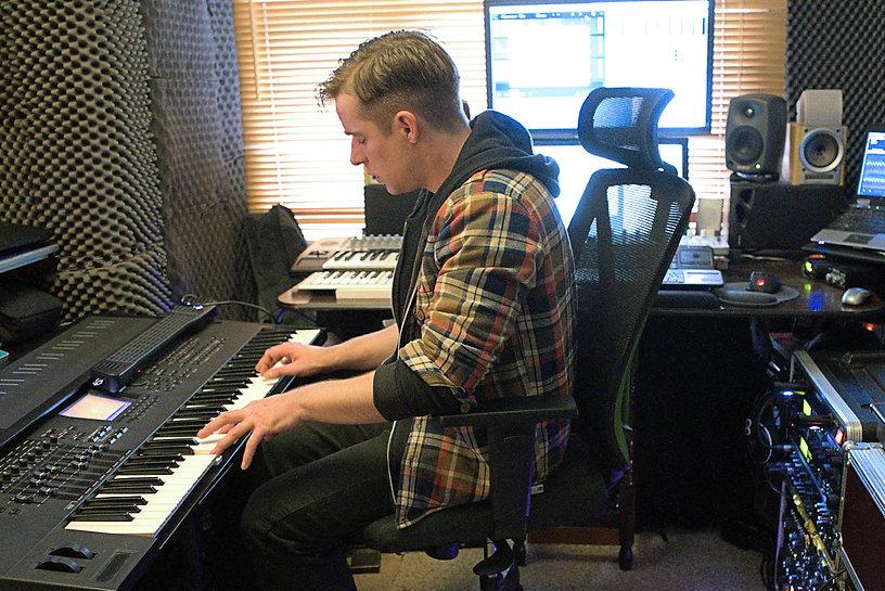 Keys and Synth Sein Mackay.jpg