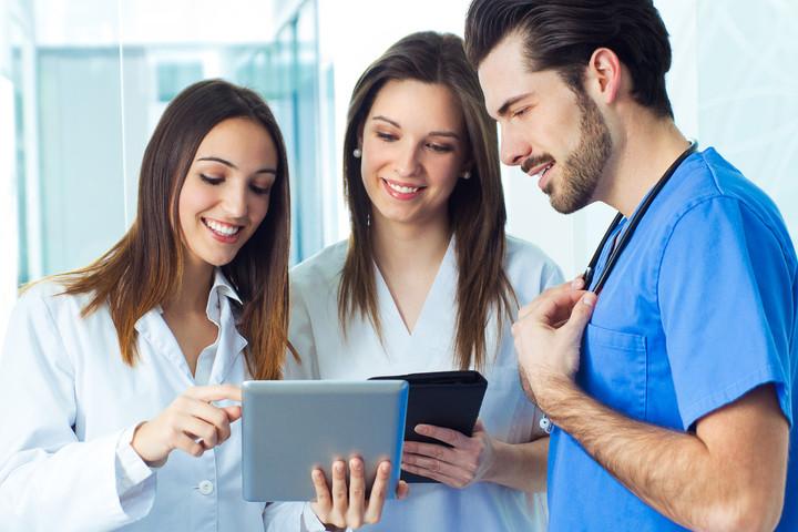 caucasian-coat-doctor-employees-female-h