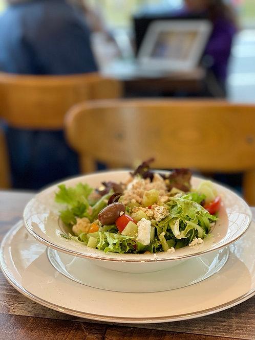 Greek salad w/tuna