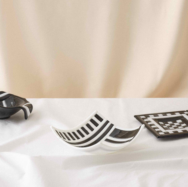 Black&white bowls and coffee plates
