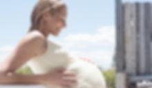 femme enceinte souriante