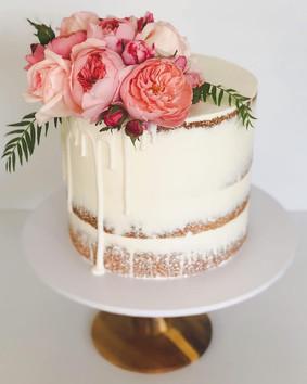 Engagement Cake Design 3