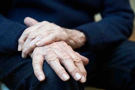Parkinsons Diesease - guy old hand .jpg
