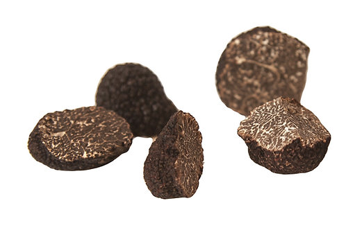 100 Grammes de morceaux de truffes noires fraîches vue de face