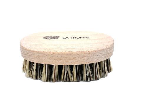 Brosse à truffe en bois vue de face.