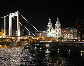 budapest-at-night-2201000_1920.jpg