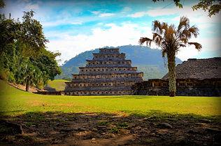pyramid-1733133_1920.jpg