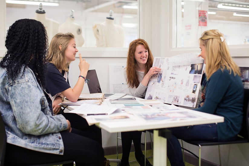 bahons-fashion-marketing-students-with-b