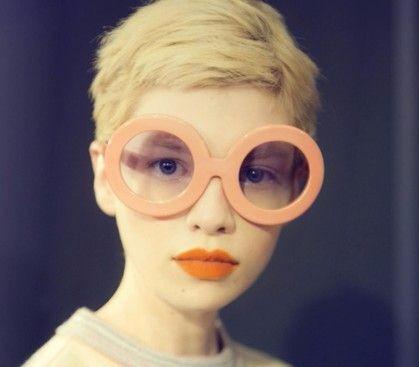 Pour voir loin on chausse ses lunettes