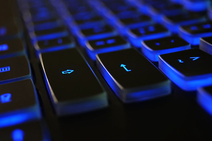 closeup-photo-of-black-and-blue-keyboard