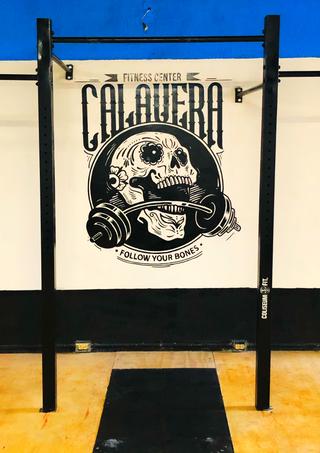 Gimnasio calavera fitness center crossfit, pullups