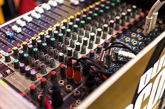 amplifier-analogue-audio-306089.jpg