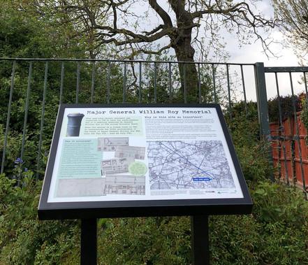 The Avenue aluminium information frame
