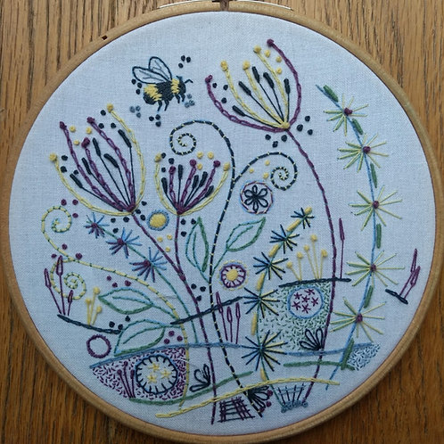 Embroidery template No 3 'Flowers and a Bee'