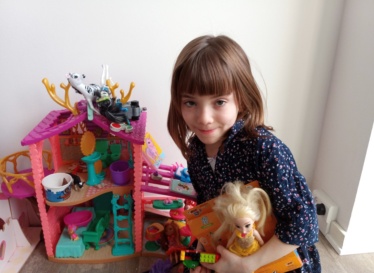 Maia, showcasing her toys after the toy hunt