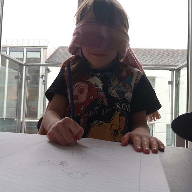 challenge club, drawing with a blindfold