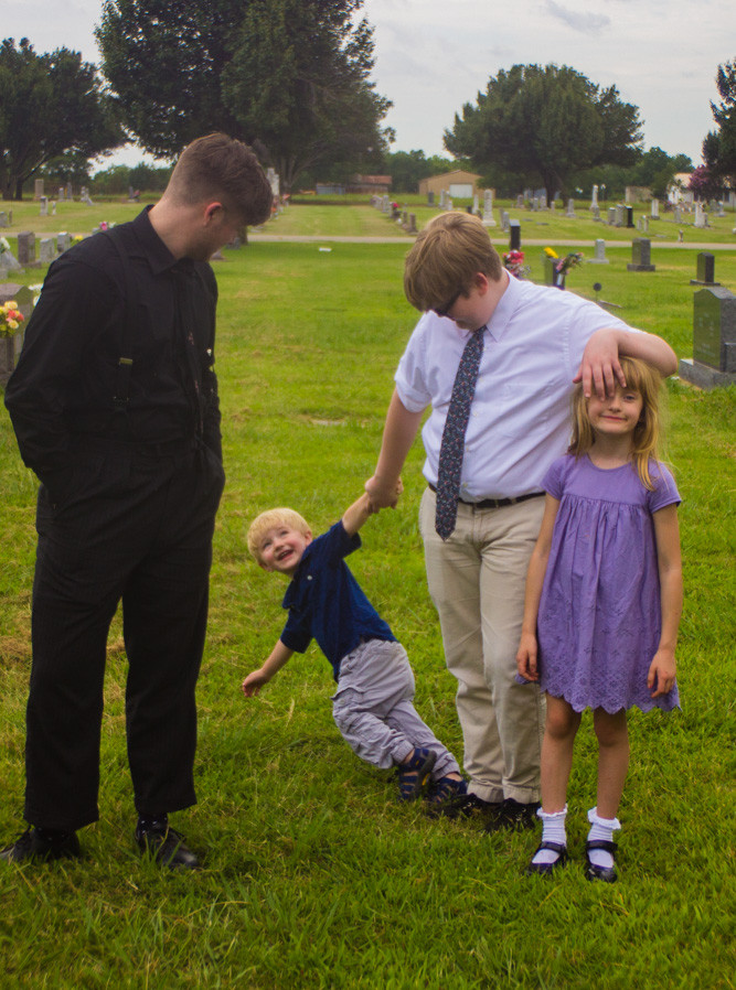 Kids In Highland Cemetary (2018)
