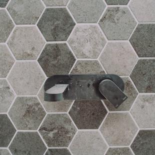 Nelligen Tree House bathroom hexagon